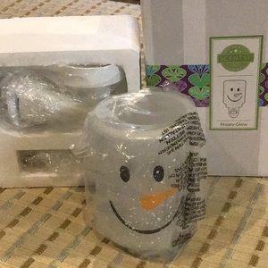 SCENTSY Snowman FROSTY GLOW Mini Plug-In Warmer